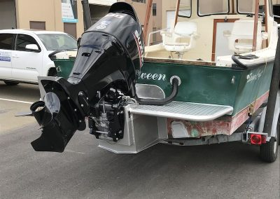 outboard-engine-bracket-gobetween-boat-right-rear-view-with-engine-on